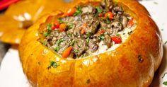Saiba como fazer uma deliciosa abóbora recheada com carne moída com uma receita super fácil.