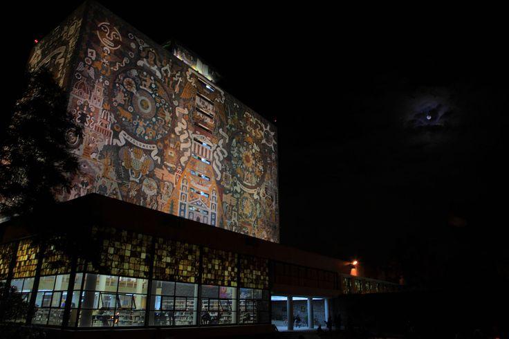Κεντρική Βιβλιοθήκη στο Εθνικό Αυτόνομο Πανεπιστήμιο του Μεξικό, Πόλη του Μεξικό.