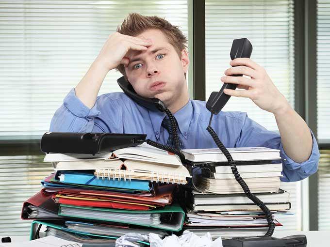 ¿Les ha pasado que cuando su jefe está estresado ustedes se estresan en automático? Y así va una cadenita de estrés que pone a todos con los nervios de punta. Pues esto es más que estrés compartido, es contagioso.De acuerdo con un estudio de la Technische Universität Dresden y del Instituto Max Planck de Ciencias Cognitivas y Cerebrales, el observar a una persona en situación de estrés puede ser suficiente para hacer que el cuerpo libere la hormona que lo provoca: el cortisol.A simple…