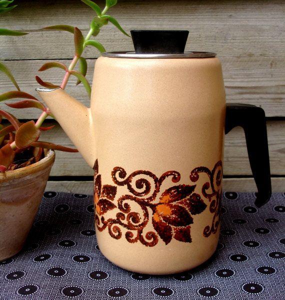 French enamel coffee pot, beige with brown & orange pattern, vintage from the 1970s, retro, French enamelware,kitchenalia
