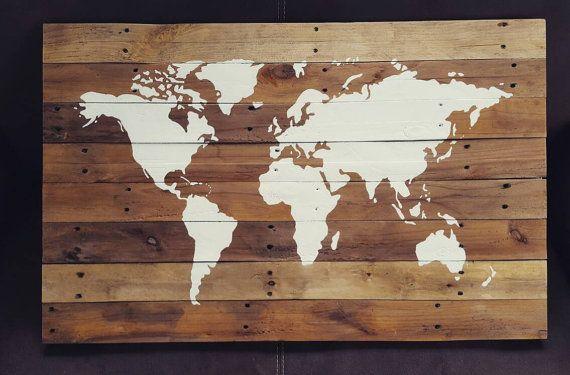 Robuuste wanddecoratie, handgemaakte wereldkaart op sloophout / pallethout.