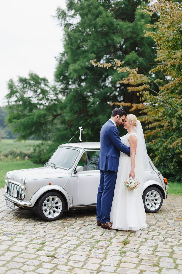 #minicooper #hochzeitsauto Multikulturelle Vintage Hochzeit mit Mini Cooper von Irina und Chris Photography | Hochzeitsblog - The Little Wedding Corner