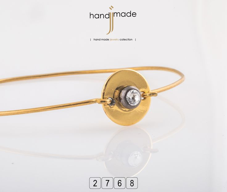 Γυναικείο βραχιόλι με χρυσή πλακέτακαι στράς. #handmade #jewelry #fashion
