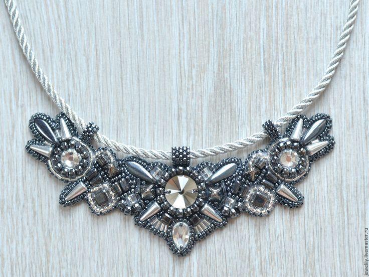 Купить Колье серебристое на шнуре - серебряный, серебристый, стильное украшение, стильное колье, колье с шипами