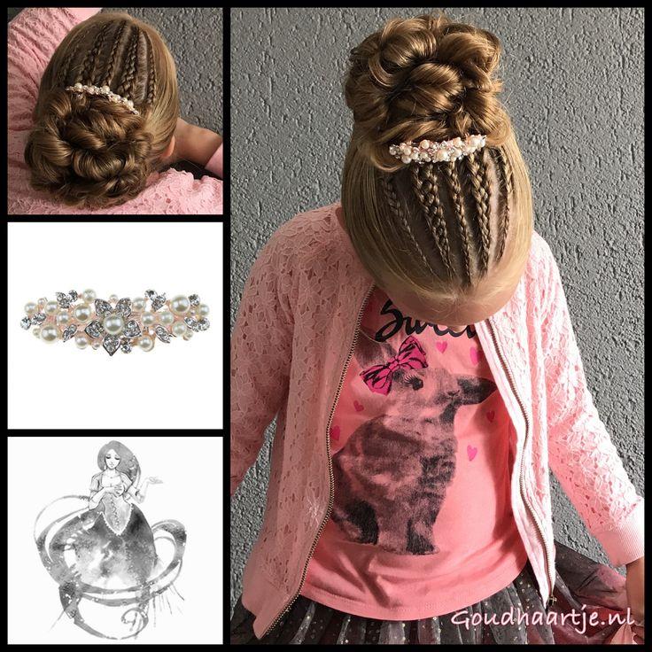 Five strand and three strand cornrows into a big bun with a gorgeous hairclip from the webshop www.goudhaartje.nl (worldwide shipping).   Hairstyle inspired by: @studiohilde (instagram)  #bun #cornrows #hairclip #hair #haar #vlecht #vlechten #hairstyle #braid #braids #hairstylesforgirls #plait #trenza #peinando #прическа #beautifulhair #gorgeoushair #stunninghair #hairaccessories #hairinspo #braidideas #amazinghair #hairfashion #goudhaartje