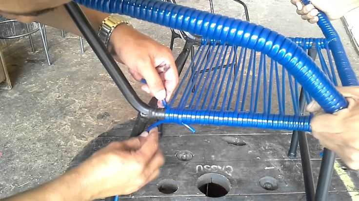 Aprenda a enrolar uma cadeira de espaguete.