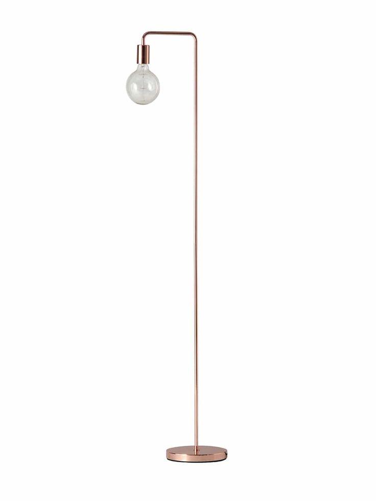 Auf das Wesentliche reduziert sich das Design der Stehleuchte Frandsen Cool Floor. Filigran und kerzengerade baut sich die Form der Designerlampe auf und lässt in zwei kleinen Biegungen eine zylinderförmige Fassung herabbaumeln. Ein herkömmliches Leuchtmittel mit Sockel E27 findet darin Platz und lässt ungefiltertes Licht in den Raum scheinen. Doch perfekt wird die zurückhaltende Gestalt der Standlampe Frandsen Cool Floor …