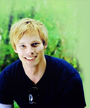 bradley james smile - photo #34