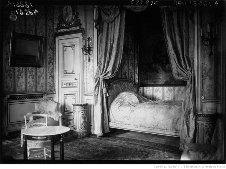 Affaires étrangères : la chambre de la Reine de Roumanie : [photographie de presse] / Agence Meurisse