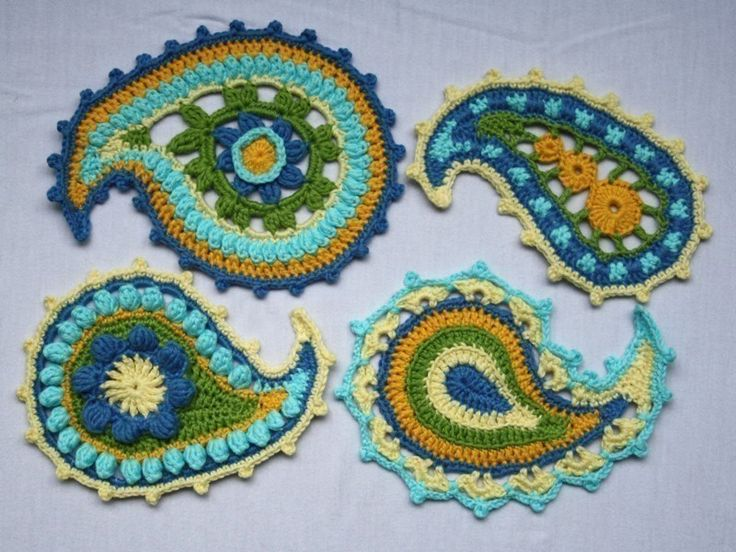 Paisley crochet : I love this!  I love how paisley crosses design lines; from boho to elegent to classic.  I have several ideas in which i would use the appliques!