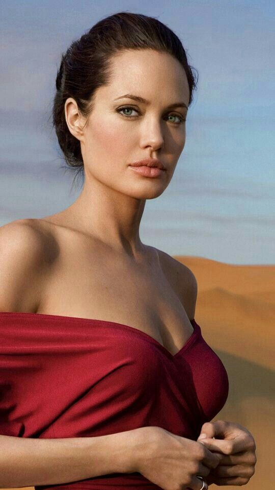 Here's the real look of Zombie Angelina Jolie look Alike who had a plastic Surgery to look like Her