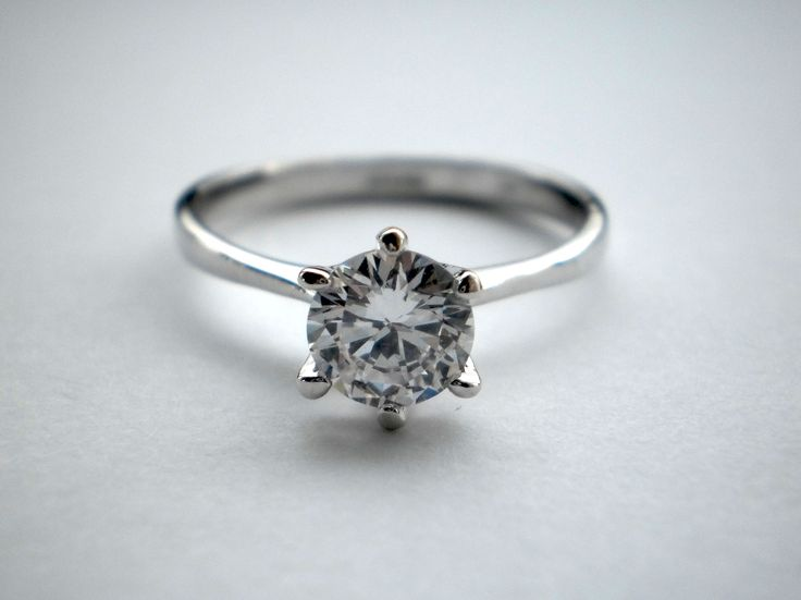Sterling Silver 925 Swarowszi Crystal Engagement Ring size Q €34.00