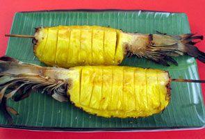 Ananas glacé au rhum Quartiers d'ananas grillés, arrosés d'une sauce au beurre et au #rhum.