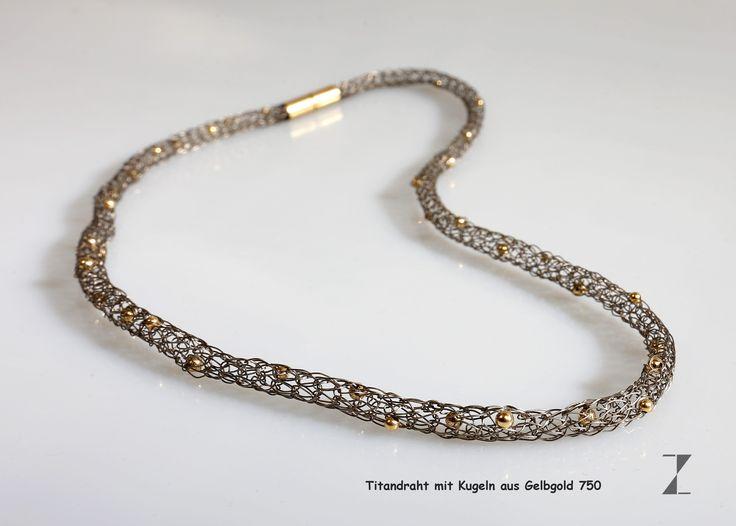 Titandraht von Hand verstrickt -  Kugeln aus 750 GG eingestrickt- www.atelier-zellhuber.de #Titan #Gold   #Schmuck