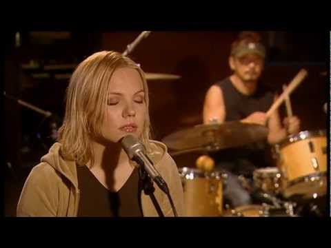 Lene Marlin - Faces (Live) - YouTube