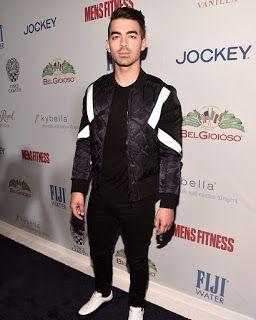 Celebrity Style | 海外セレブリティ最新スタイル情報 : 【ジョー・ジョナス】ライン入りボンバージャケットがクールなモノトーンコーデ
