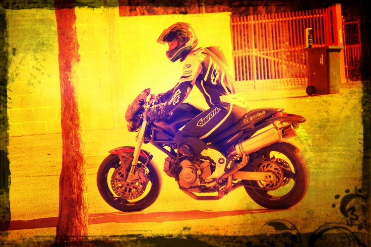 La moto è una spinta, un emozione, un istinto e una ragione, che ti fa sentire forte.
