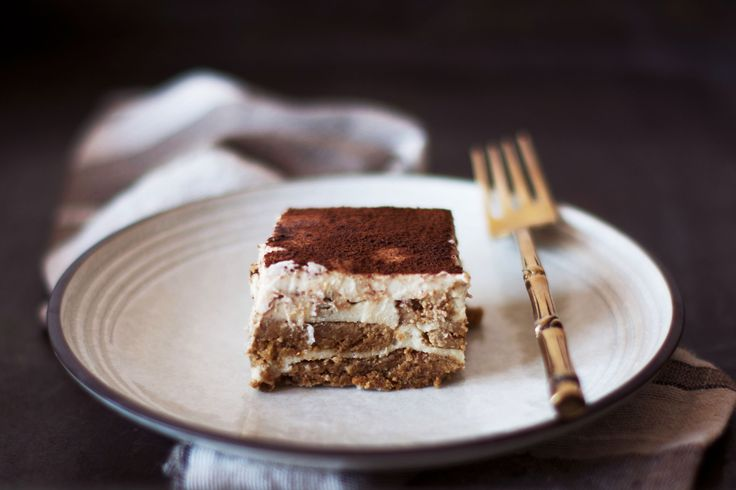 Tiramisù with Dates and Oatmeal Biscuits.