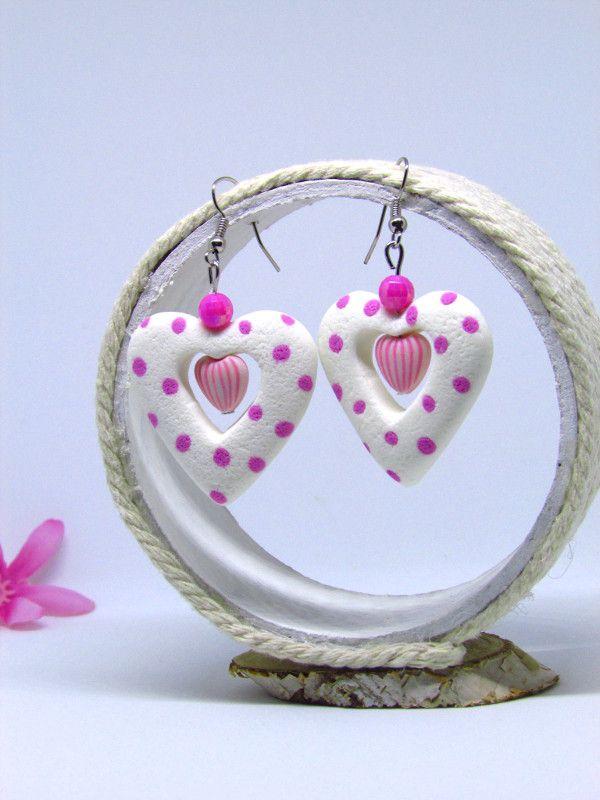 Boucles d'oreilles coeurs de porcelaine froide https://www.etsy.com/fr/listing/572766672/boucles-doreille-coeurs-blancs-a-pois?ref=listing-shop-header-0