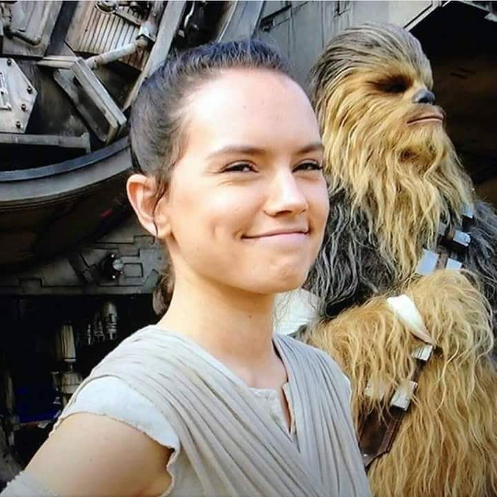 Rey Star Wars Rey is a fictional character from the Star Wars universe played by actress Daisy Ridley. She is the protagonist of the movie Star Wars: The Awakening of force, also appearing for the first time in this film. Rey works collecting scrap metal on the planet Jakku which was abandoned and is involved with the conflict between the Resistance and the First Order to find Finn, a deserter stormtrooper and BB-8, the resistance pilot android Poe Dameron.