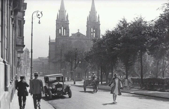 Gij n calle covadonga e iglesia de san lorenzo en 1928 for Jardines de la reina gijon