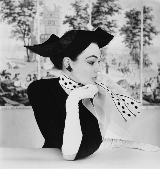Love this photo! 1950s fashion, by photographer Henry Clarke.