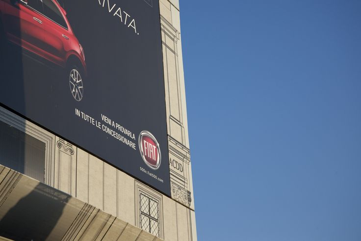 #Fiat 500XL ad on the billboard covering #TrinitàdeiMonti, now being renovated.