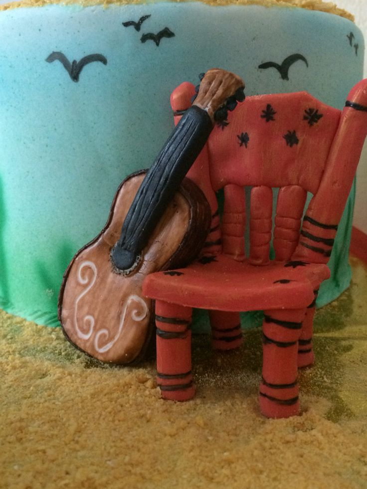 Silla flamenca y guitarra española modelada en fondant