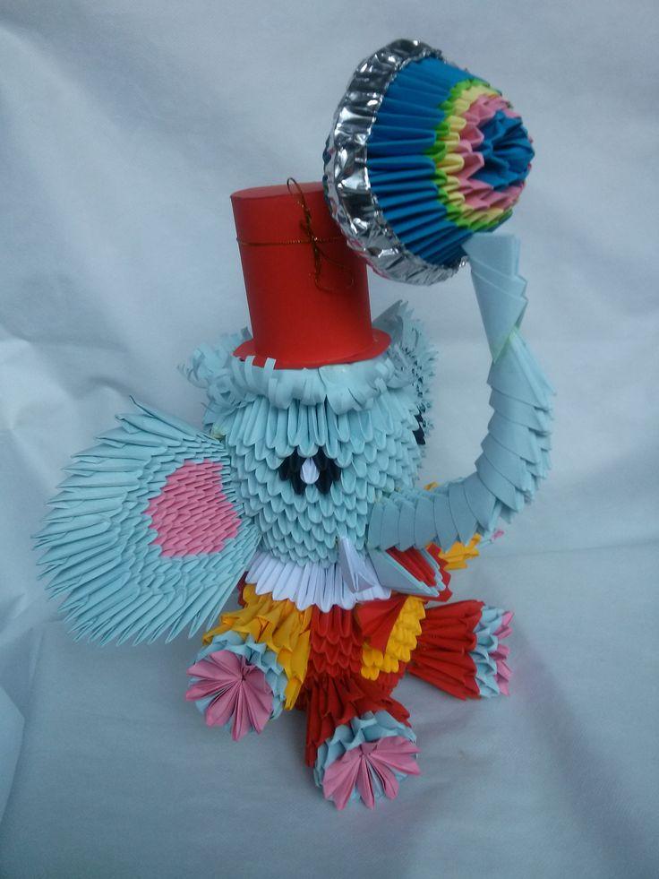 A sosit circul! Mihaela's Origami3D diy handcrafted origami paper circus elephant interior decoration.