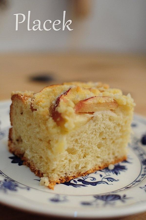 Placek : pâte levée briochée et pommes
