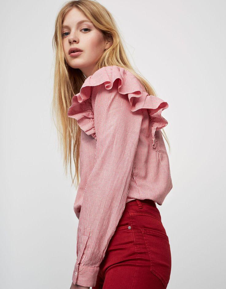 Gestreepte blouse met volants mouw - Blouses en hemden - Kleding - Dames - PULL&BEAR Netherlands