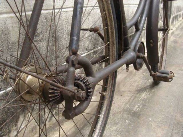 STRANGE OLDE BICYCLES - WILD NO CHAIN DESIGN - GEAR DRIVEN!