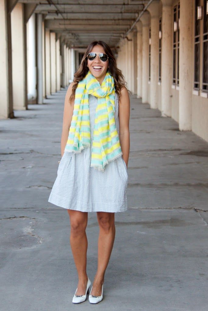 Blogger Chic Flavors is channeling spring in a Gap dress and scarf.