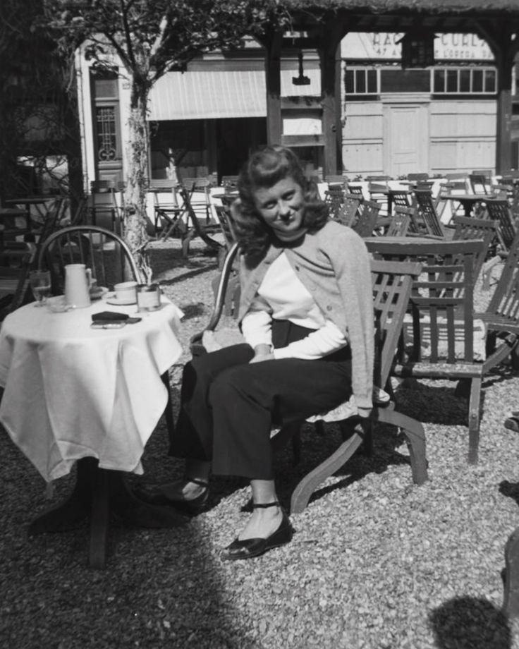 Kathleen Kennedy, Paris c.1948
