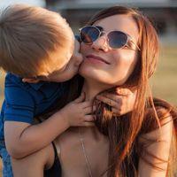 toddler kissing mom in sunglasses