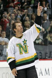 Dallas Stars Perfectly Carry Out Mike Modano Retirement Ceremony - http://thehockeywriters.com/dallas-stars-perfectly-carry-mike-modano-retirement-ceremony/