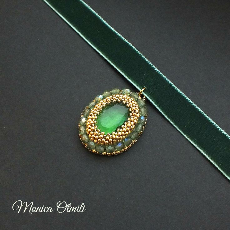 'Theodora' choker by Monica Otmili  #beaded #beadwork #velvet #glass #pendant #choker #green #history #historicist #costume #baroque #biedermeier #jewelry