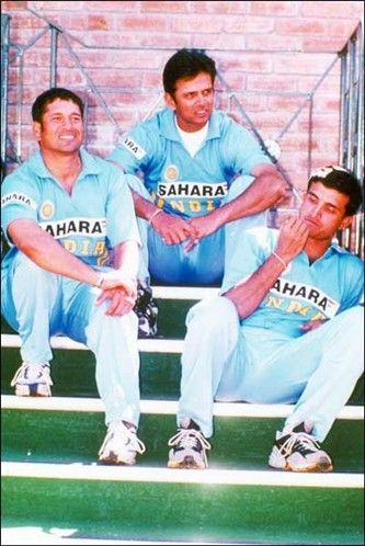 ♥♥♥ best days of indian cricket Omgeee I thought Rahul Dravid was Sonu Sood!!! Lol