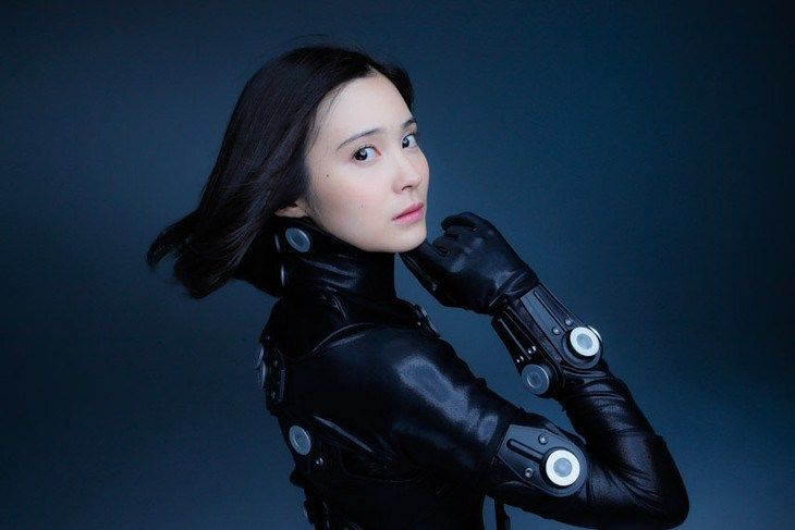 M.A.O. cosplays her character in cosplay shoot with gravure idol for Gantz:0 film - http://wowjapan.asia/2016/10/m-o-cosplays-character-cosplay-shoot-gravure-idol-gantz0-film/