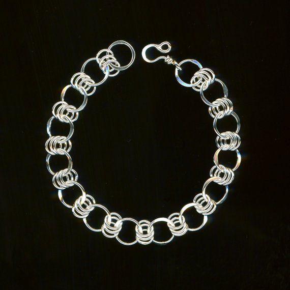 Pulsera cadena de plata esterlina Chainmaille por WvWorksJewelry                                                                                                                                                                                 Más