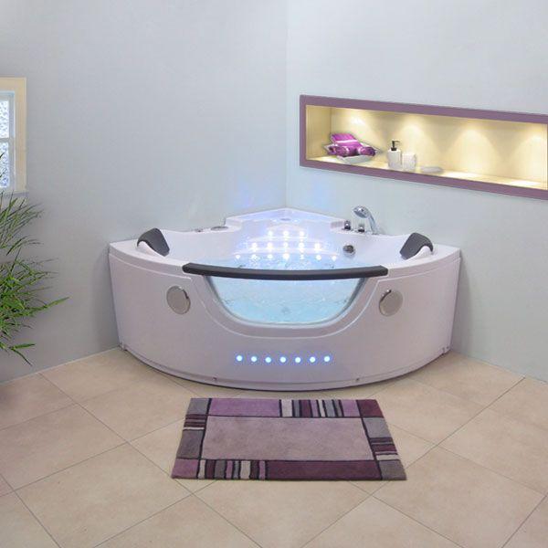 Cette baignoire d'angle Escapade porte bien son nom. Seul ou en duo, vous vous évadez pour un moment de bien-être, massé par 27 jets. #baignoire #balnéo #salledebain