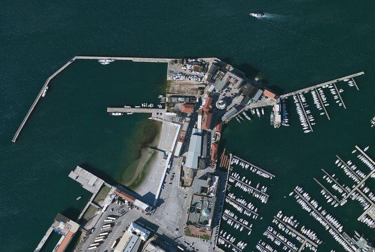 Trieste-Italy EL PEDOCIN DALL'ALTO - UNICO BAGNO CHE SEPARA UOMINI E DONNE http://1.citynews-triesteprima.stgy.it/~media/originale/7851538722445/porto-lido-tireste-2.jpg