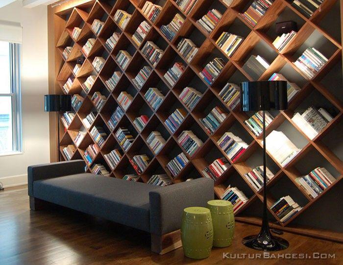 Bücherregal Wand: Regalsysteme Aus Büchern Scheinen Dem Ambiente Leben Zu  Verleihen.Jedes Einzelne Werk Bereichert Den Zimmerlook Durch Die Eigene  Botschaft