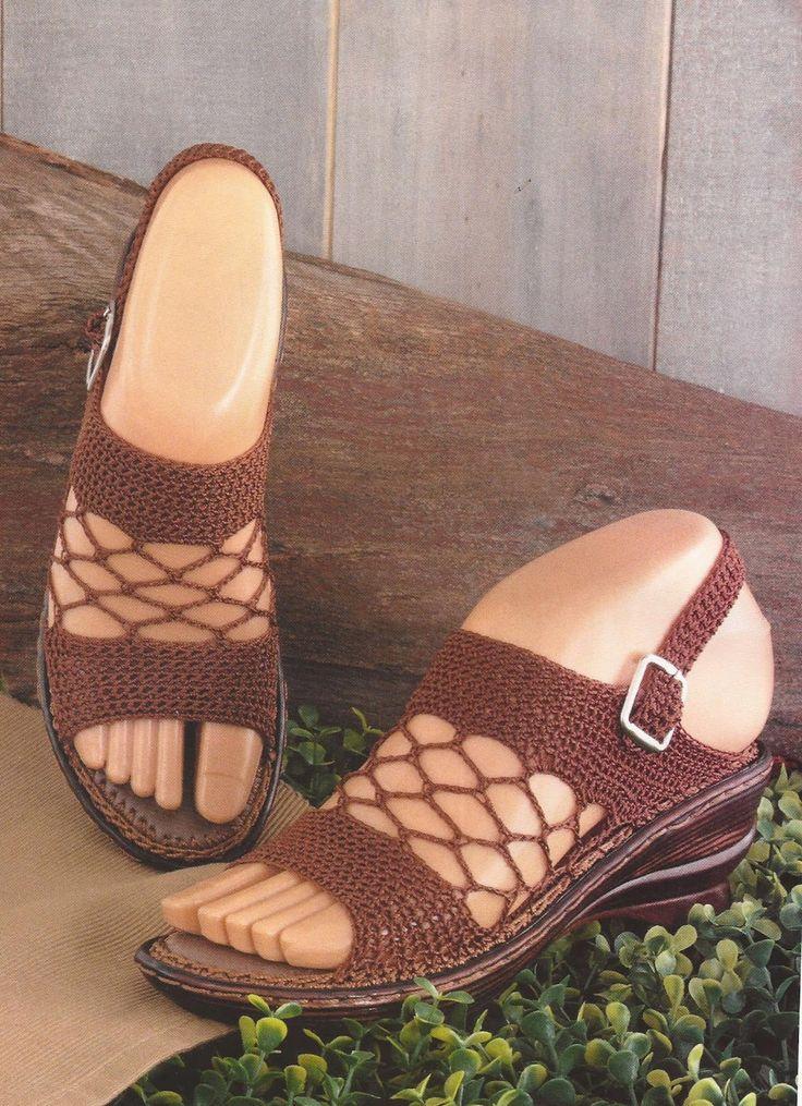 Zapatos a Crochet - Sandalias en Malla -> http://esquemas.ctejidas.com/2014/06/zapatos-crochet-sandalias-en-malla.html