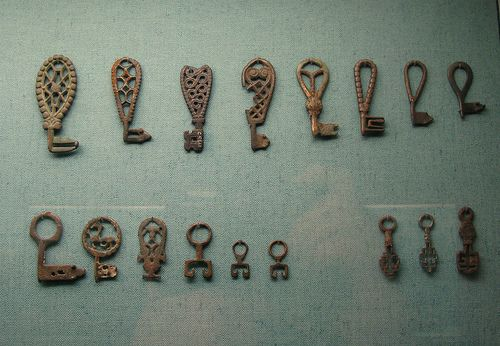 An assortment of Viking age keys.  From Eva Grelsdotter's Flickr.  From the National Museum of Denmark, Copenhagen (I have deleted the duplicative pin; sorry if you pinned it!)
