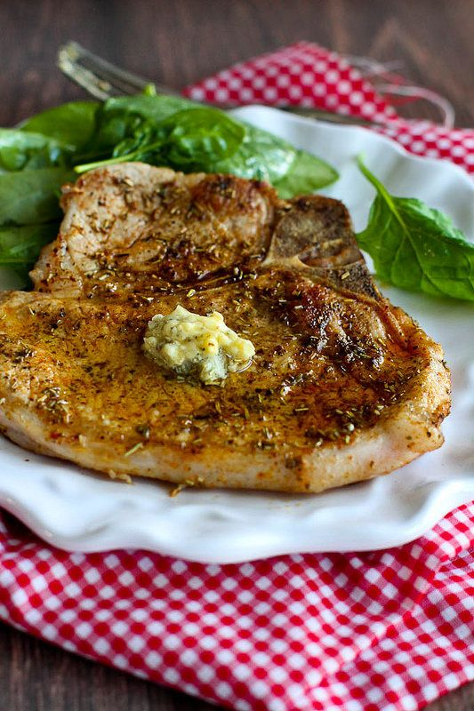 Herbed Pork Chops with Garlic Butter…Pork chops never tasted so good ! 283 calories and 9 Weight Watchers SmartPoints | cookincanuck.com