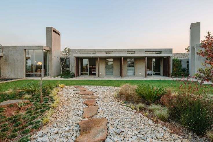 Gallery of Spine Wall House / Drew Architects - 4