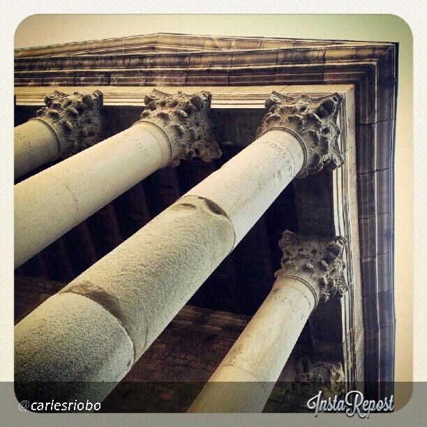 Aquesta és la foto guanyadora del #My_BCNmoltmes d'aquesta setmana, amb el tema #My_BCNmoltmes_vic. L'autor d'aquesta foto és @carlesriobo i és una fotografia molt original del Temple Romà de Vic. Moltes felicitats!!