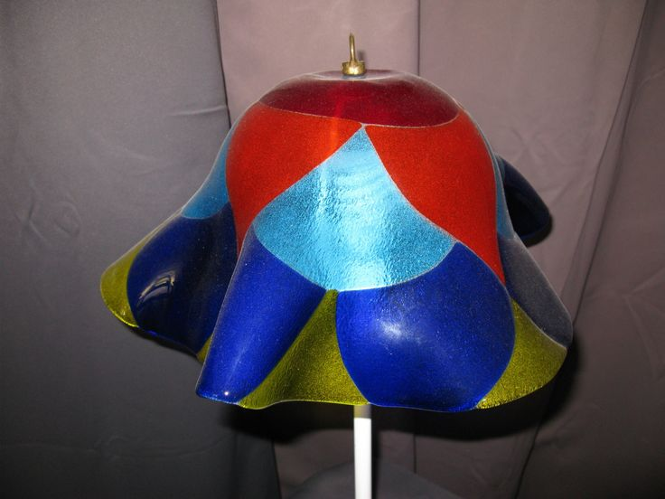 Lampe artisanale en verre thermoformé multicolore : Luminaires par ateliervitrailhippocampe