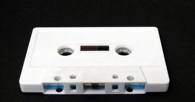 ¿Cómo funciona un adaptador para casete?. Muchos automóviles están equipados con un reproductor de casetes, pero pocas personas siguen utilizando cintas como su fuente de música principal. Los adaptadores para casete se emplean para reproducir música desde un dispositivo de audio, como un reproductor de CD o un iPod, a través del reproductor de casetes. Estos accesorios de audio se ...